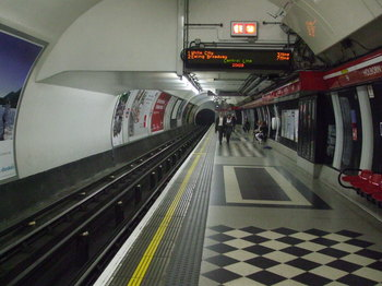 Holborn_station_Central_westbound_look_east.jpg